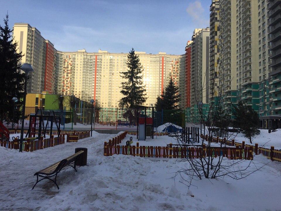 """двор ЖК """"LIFE Митинская Ecopark"""""""