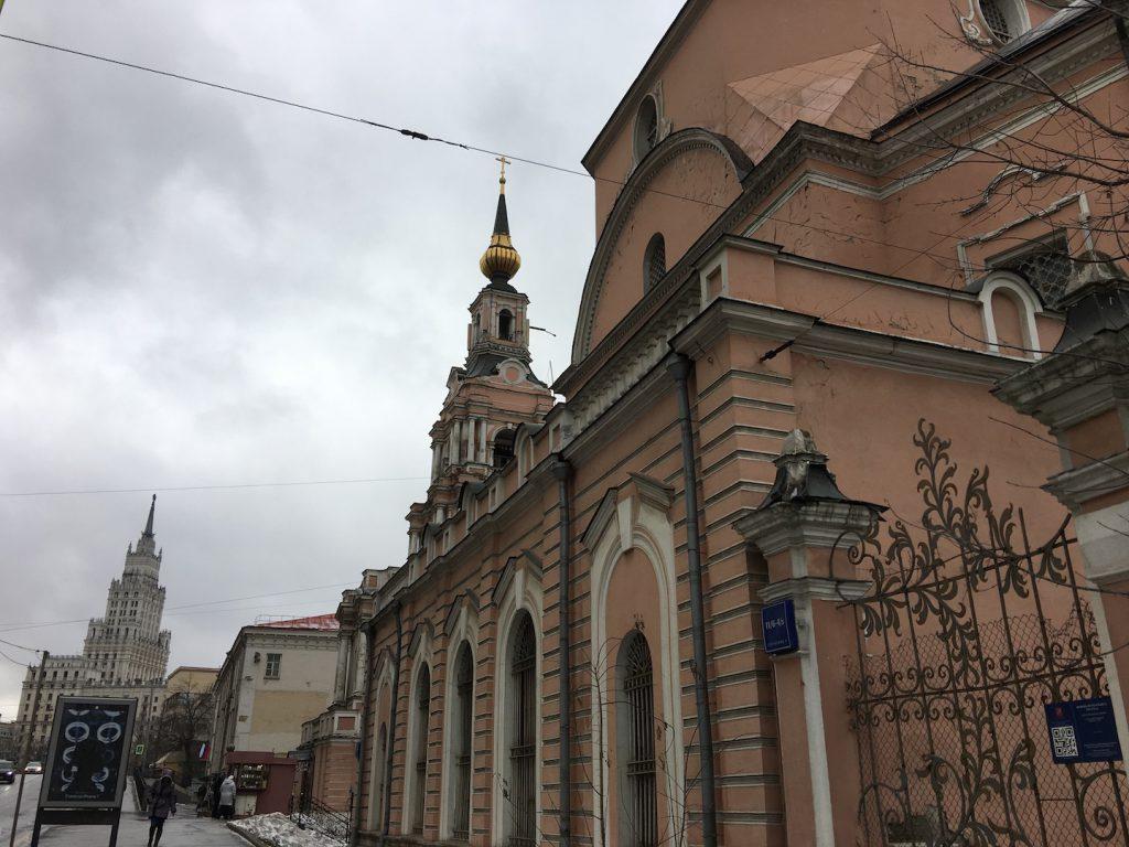 Церковь Петра и Павла и Высотка у Красных Ворот