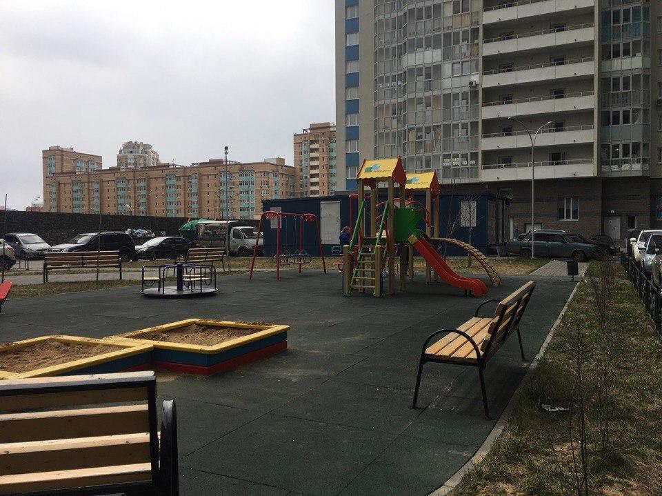 двор жк менделеев