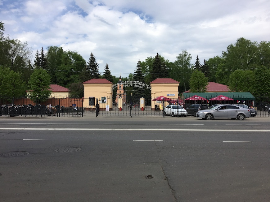 "Кладбище напротив ЖК ""Маяковский"""