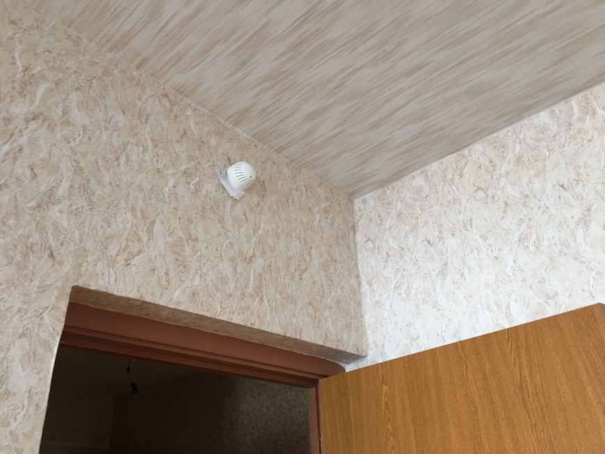 """Обои на стенах и потолке в ЖК """"Немчиновка"""""""